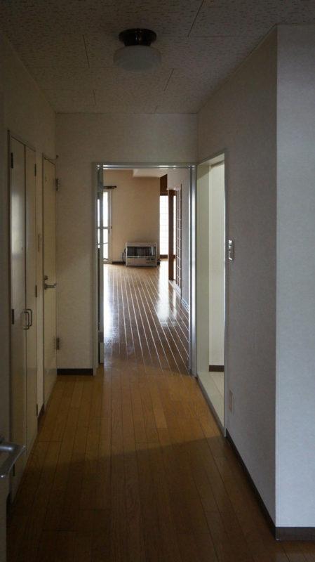 [before] 玄関からリビング方向
