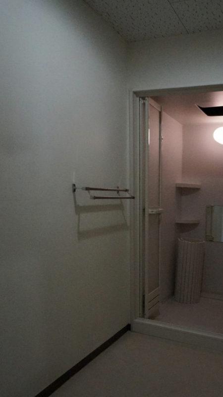 [before] 左側の壁部分に洗面化粧台を