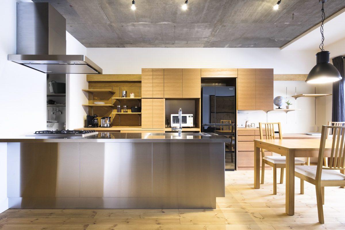 [after] オールステンレスのキッチンと造作食器棚