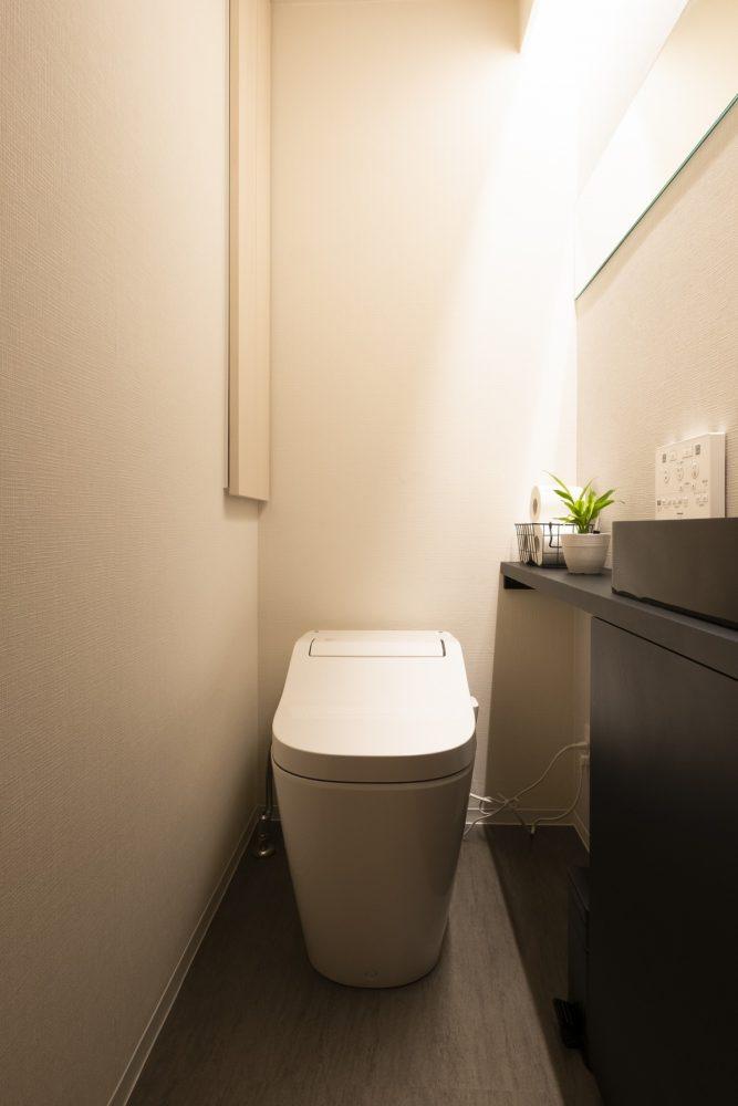 [after] パナソニックアラウーノ。カウンター上に手洗いを設け間接照明で雰囲気を。